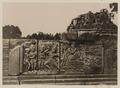 KITLV 40026 - Kassian Céphas - Reliefs on the terrace of the Shiva temple of Prambanan near Yogyakarta - 1889-1890.tif