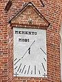 Kartuzy, kościół Wniebowzięcia NMP, zegar słoneczny.JPG