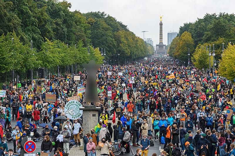 File:Kein Grad weiter - Klimademo von Fridays For Future, Berlin.jpg