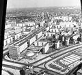 Kelet-Berlin, kilátás a TV toronyból, balra a Karl Marx Allee, jobbra az Alexanderstrasse. Fortepan 59998.jpg
