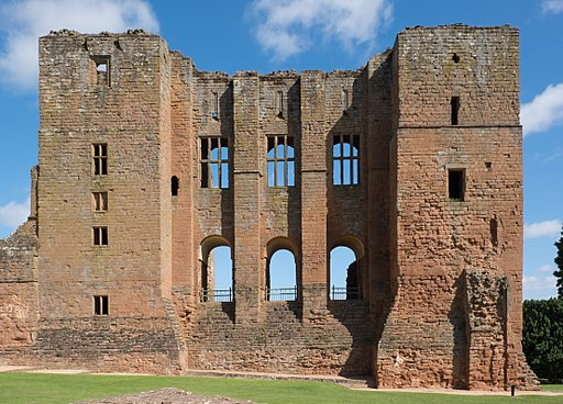 Kenilworth Castle keep from the south 2016
