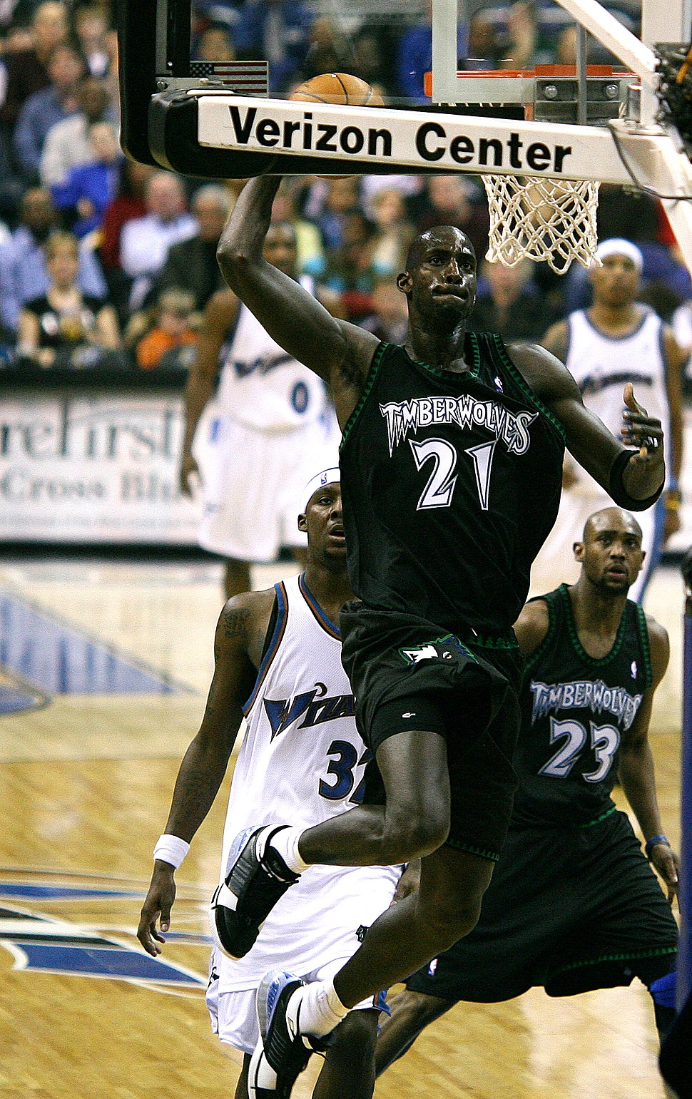 Kevin Garnett with the Minnesota Timberwolves dunking, 2007