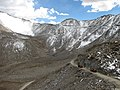 Khardung La pass in the middle and heavy trucks - panoramio.jpg