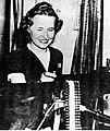 Kobieta przy karabinie maszynowym (21-249).jpg