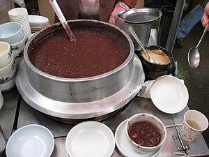 Patjuk - Image: Korean red bean porridge Patjuk 01