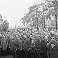 Kranslegging door bevrijde Franse politieke gevangenen op het graf van de Onbeke, Bestanddeelnr 900-2607.jpg