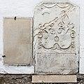 Krumpendorf Pirk Filialkirche hl Ulrich Grabstein und Wappengrabplatte 28092015 7762.jpg