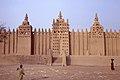 La grande mosquée-2, Djenné, Mali au petit matin. Date du cliché 27-12-1972.jpg
