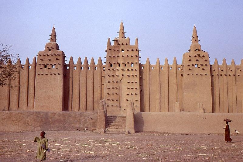 File:La grande mosquée-2, Djenné, Mali au petit matin. Date du cliché 27-12-1972.jpg