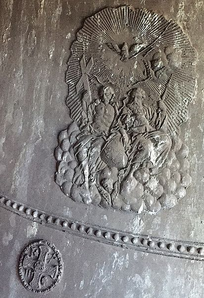 L'une des trois cloches de la tour XIIè siècle