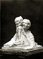La mère et l'enfant par le sculpteur Alix Marquet 1931.jpg