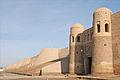 La muuraille et la porte sud de Khiva (Ouzbékistan) (5586942216).jpg