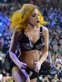 Lady Gaga během newyorského koncertu v roce 2011