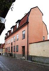 Fil:Lefflerska huset Kannan 2 Adelsgatan 44 Visby Gotland.jpg