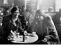 """Leon Jarumski - Kawiarnia """"George"""" w kamienicy Goldstanda przy ul. Kredytowej 9 róg pl. Dąbrowskiego 8 w Warszawie (1-G-7126).jpg"""