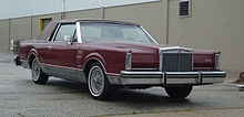 1961 lincoln presidential state car ss 100 x parked in. Black Bedroom Furniture Sets. Home Design Ideas