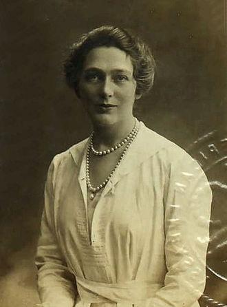 Linda Lee Thomas - Linda Lee Thomas, passport photo from 1919