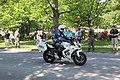 Lippujuhlan päivän paraati 2013 38 moottoripyöräpoliisi.JPG