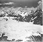 Lituya Glacier, mountain glacier, August 23, 1976 (GLACIERS 5606).jpg