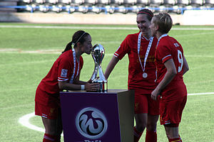 Natasha Dowie - Dowie (right) with the 2013 FA WSL trophy