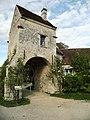 Logis-porte de l'ancienne ferme de l'Abbaye de Saint-Jean-aux-Bois (Oise).jpg