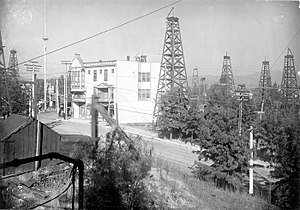 Los Angeles City Oil Field - The field in 1905, near the corner of First and Belmont, facing east