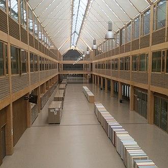 Lycée Nelson Mandela (Nantes) - Main hallway of the school