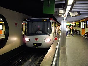 Lyon Metro Line A - Image: MPL75 n°626 TCL Hôtel de Ville Louis Pradel