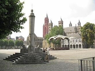 Binnenstad (Maastricht) - Image: Maastricht Vrijthof from northeast
