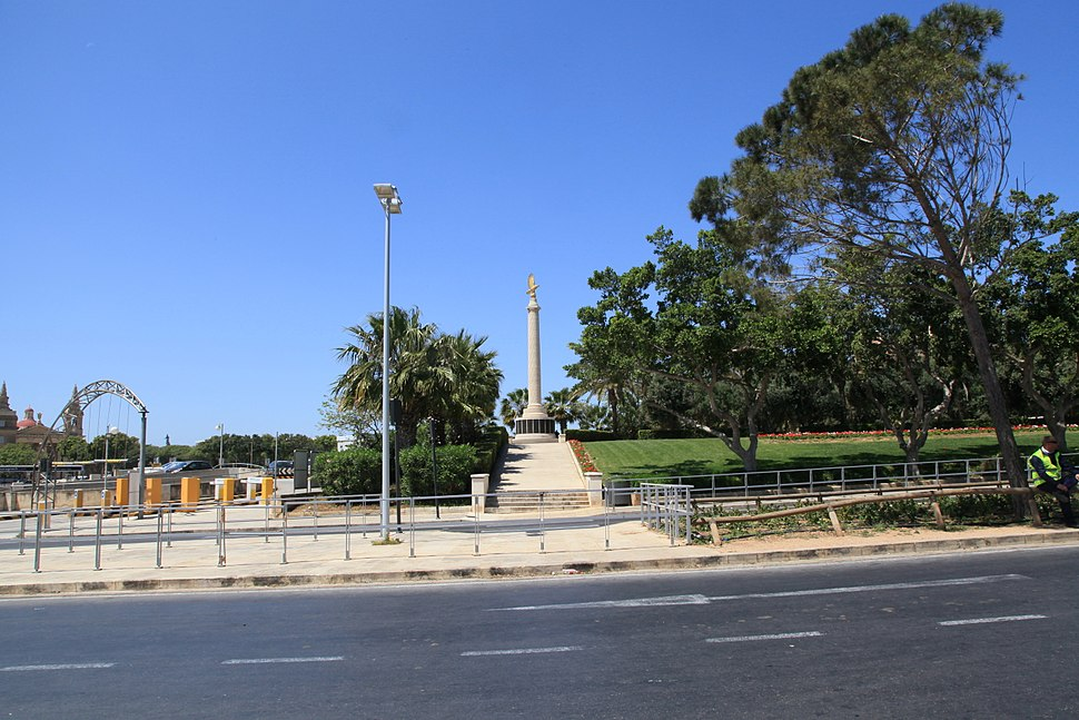 Malta - Floriana - Vjal il-Re Dwardu VII-Vjal Nelson - Malta Memorial 08 ies