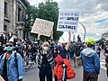 Manifestant contre le genocide.jpg