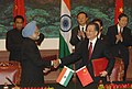 Manmohan Singh shaking hands with the Chinese Premier, Mr. Wen Jiabao after exchanging signed documents of an agreement on 'A Shared Vision for the 21st Century of the Peoples of Republic of China and the Republic of India'.jpg