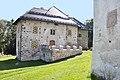 Maria Saal Möderndorf 1 Schloss Möderndorf mit Kirchenapsis 21092010 802.jpg
