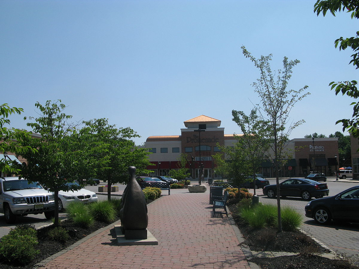 The Promenade Shops at Saucon Valley is the Lehigh Valleys premier, outdoor Lifestyle Center featuring fashion stores, boutiques, a Movie Theater, and a mix of restaurants.