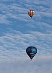 Meerdere ballonnen gelijktijdig in de lucht tijdens de Jaarlijkse Friese ballonfeesten in Joure 08.jpg
