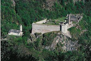 Castello di Mesocco und Kirche Sta. Maria del Castello