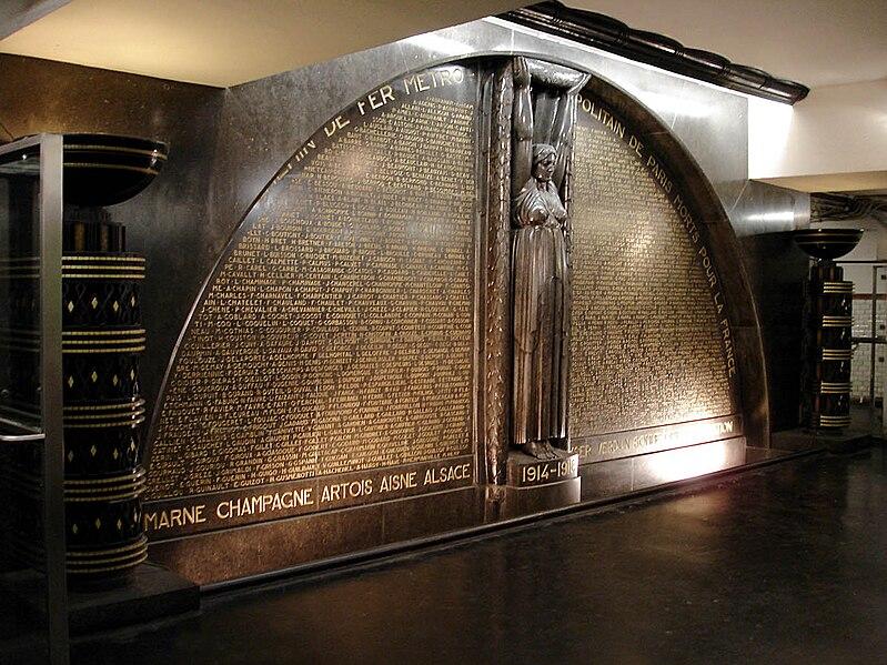 Fichier:Metro de Paris - Richelieu - Drouot - Monument aux morts.jpg