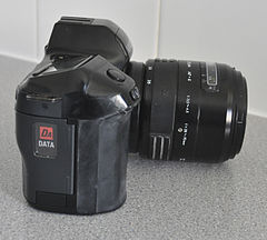 Minolta Dynax 7000i Analogue Film Camera, With Sigma 28-70mm Lens (8743103231).jpg