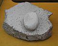 Molí i moledora de pedra, puntal sobre la rambla Castellarda, museu de Prehistòria de València.JPG