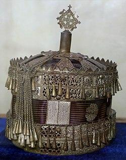 Monastero di ura kidanemihret, museo, corona donata dall'imperatore fasil, 1631-67 ca.jpg