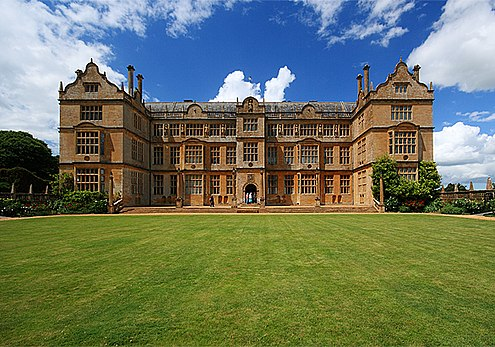 The East front: the original approach to the mansion once faced a large entrance court Montacute House East Front - geograph.org.uk - 851610.jpg