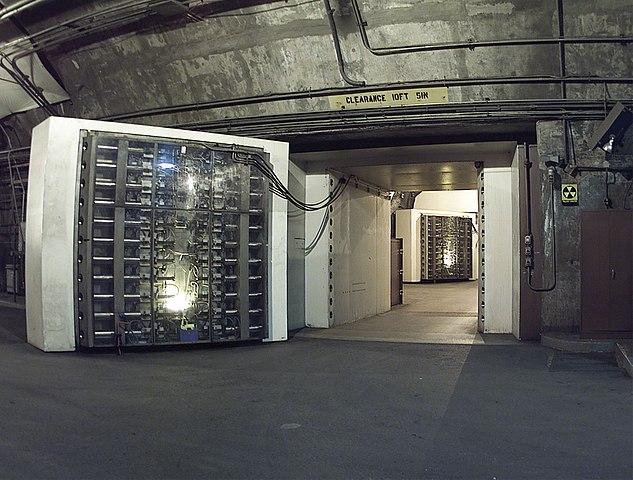 634px-NORADBlast-Doors.jpg