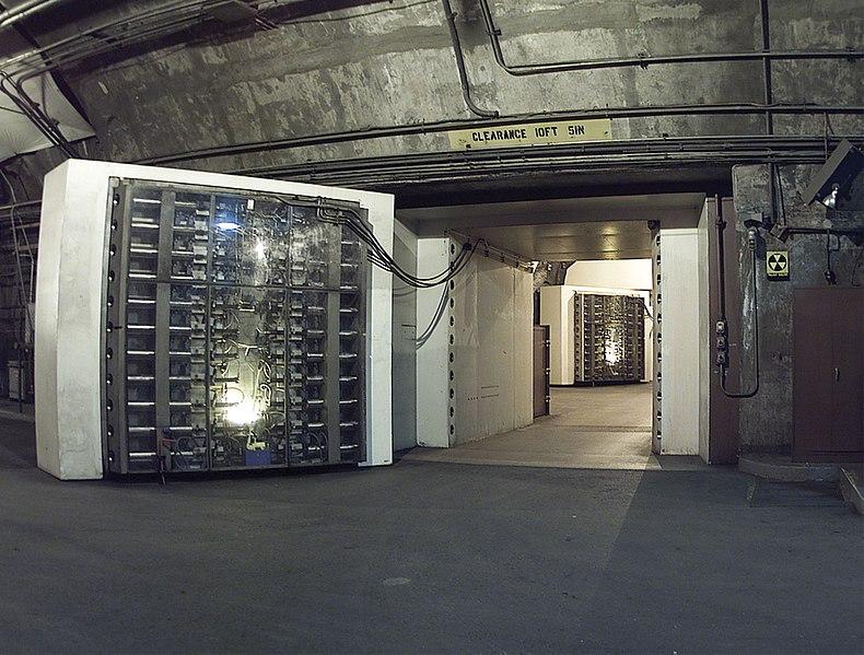 La base Cheyenne Mountain. 791px-NORADBlast-Doors
