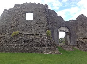 Newcastle Castle, Bridgend - Portal External South facing.JPG