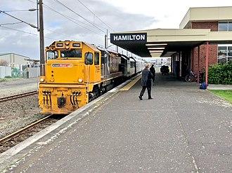 Hamilton railway station, New Zealand - Northern Explorer at Hamilton in 2018 heading south