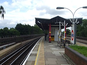 Northwick Park tube station - Image: Northwick Park stn southbound look south