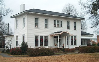 Calhoun, Georgia - Oakleigh, once a headquarters of General Sherman and home of Dr. Wall, now Gordon Historical Society