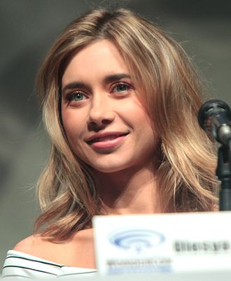 Olesya Rulin - Rulin at WonderCon 2015