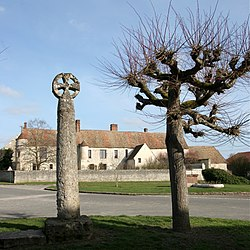 The cross and the manor, in Omerville