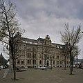 Overzicht, kantoorgebouw van de Hollandsche IJzeren Spoorweg Maatshappij, voorgevel met ingangspartij gezien vanaf voorplein - Amsterdam - 20408987 - RCE.jpg